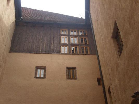 Der Baubeginn dürfte im 12. Jahrhundert liegen.