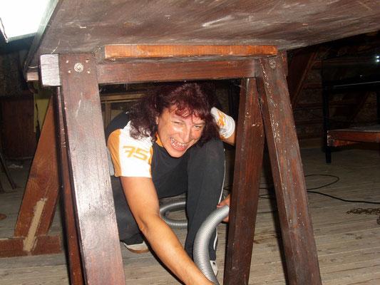 Auch unter den Tischen wurde gesaugt