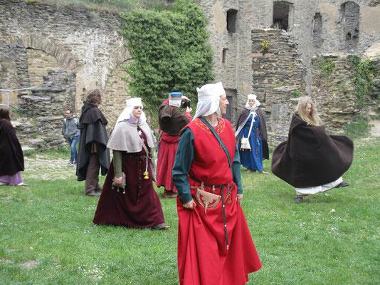 Lustwandeln im Festungshof