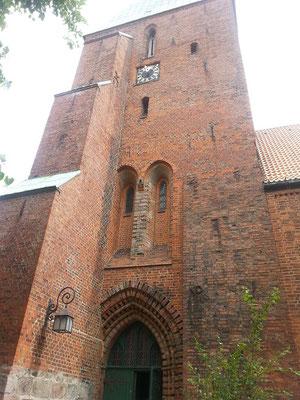 Eine der ältesten Backsteinkirchen wurde auch von Heinrich dem Löwen ca um 1200 in Auftrag gegeben. 1217 soll sie fertig gewesen sein