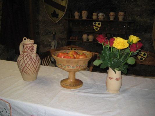 Etwas frisches Obst und Rosen dürfen auf unserer Tafel nicht fehlen.