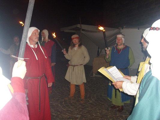 Vielen Dank  an die Handwerksleut, ilja Frenzel, Gigi der Bogenbauer, die Abordnung der Stauferwache mit Andy und Thomas, die zur Feier kamen und mit Spalier standen.
