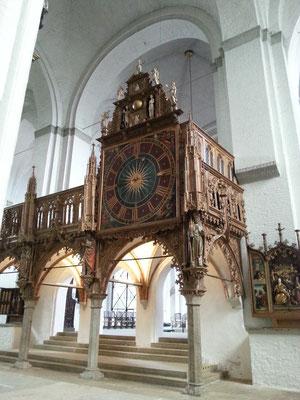 Die Kirchenuhr stammt aus dem Jahr 1628