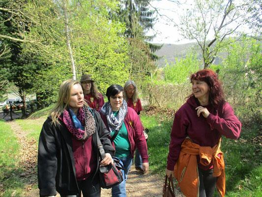 Nach dem Vortrag der Historikerin Ulrike Lindemann ,die beruflich am Kloster bei der Scivias-Stiftung arbeitet,machten wir uns auf die wirklich interessanten Stellen im Bezug zu Hildegardis zu suchen