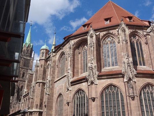 Nürnberg hat sehr viele historisch schöne Gebäude.