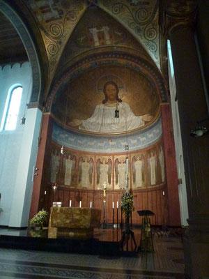 Der Altar und das Deckengemälde