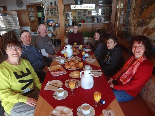 Unser Osterfrühstück, gemütlich mit allem was das Herz begehrt.