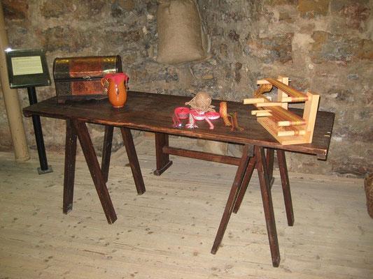 Diesen Tisch konnten wir sehr gut Integrieren, er gehört den Wachen die immer im Turm schweigend Dienst tun.