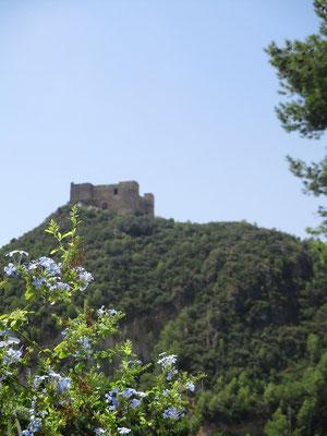 Im  kleinen Ort Forna hat man noch mal eine schöne Sicht auf die Burg