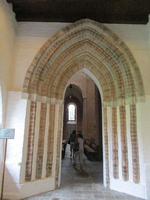 Vor 1150 Christianisierung der Polaben ( Elbslawen) und Gründung des Benediktinerklosters St. Georg auf dem Berge