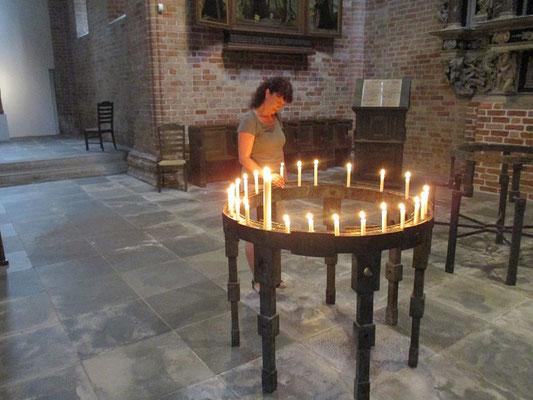 Gerne spenden wir eine Kerze, für die die von uns gegangen sind