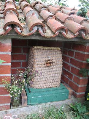 Ein Nachbau eines Bienenkorbs vor mehr als 1100 Jahren