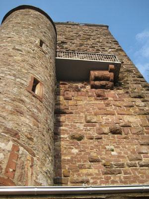 Hier liegt der eigentliche Eingang des Bergfriedes.