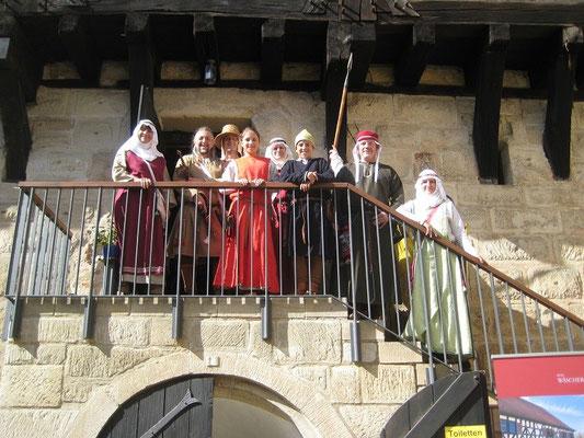Am heutigen Eingang der Wäscherburg nahmen wir Aufstellung zum Gruppenbild