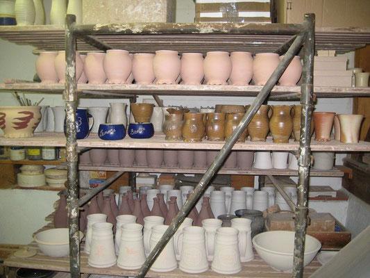 Helmuts neue Ware wartet auf den Ofen und wir warten auf Philippsburg,da bringt er sie dann mit.