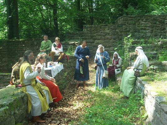 Mit unserem gemeinsamen Mittagsmahl begannen wir den Aufenthalt auf der Burg