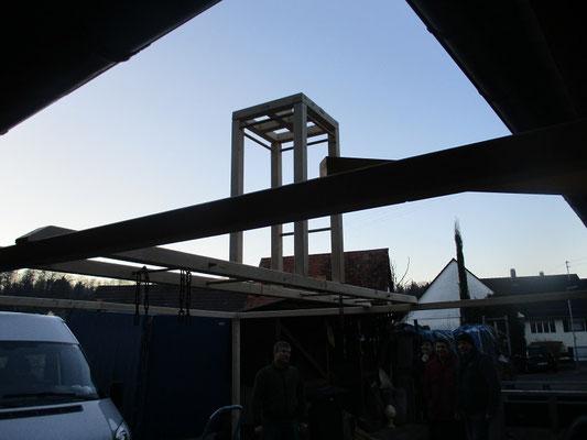 Die Feuerstelle ist jetzt in der Mitte des Zeltes .