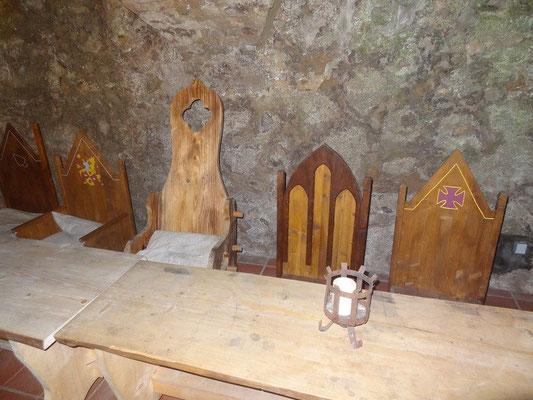 In der Dürnitz, dem ehemaligen Gesinderaum haben sich die Mittelaltergruppen einen schönen Raum eingerichtet um die Burg zu beleben.