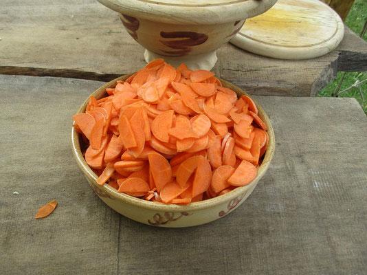 Karotten gescnitten für das Kesselgulasch