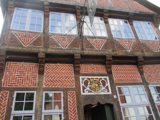 In der Altstadt am Marktplatz gibt es sehr viele wunderschöne Fachwerk-/Backsteinhäuser zu sehen.