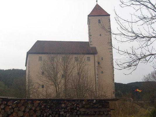 Durch ihren berühmtenDurch einen Gefangenen bekam die Burg sogar Erwähnung in den Geschichtsbüchern.