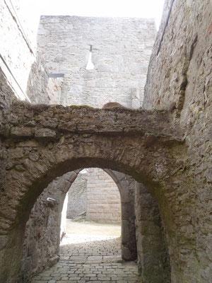 Der Torbau, der im Laufe der Jahrhunderte erweitert wurde
