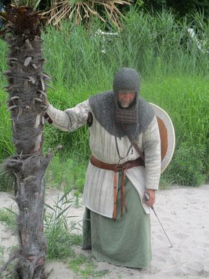 Erschöpft ereicht der Ritter die Oase