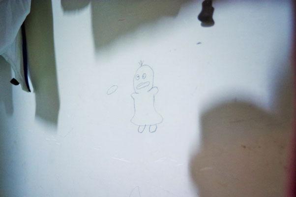 廊下の壁にはこんないたずら書き(^'^)