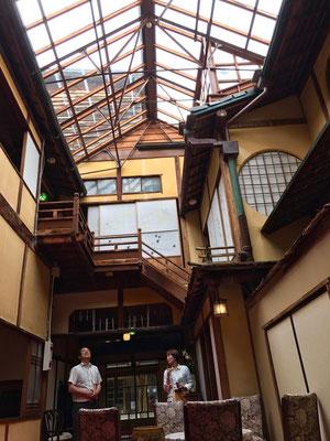 昭和初期に作られたとは思えないこの天窓