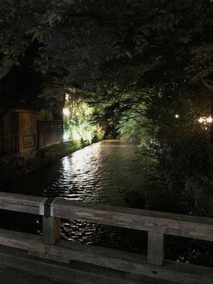 川沿いの風情もさすが京都