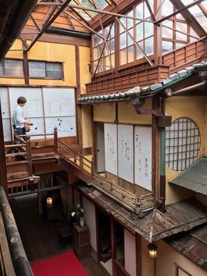 迷路みたいな中二階 そこには小さな隠れ部屋のようなお部屋がひとつ