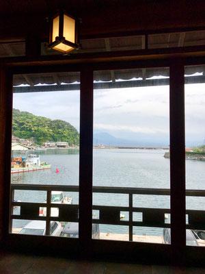窓の外に拡がる美保湾 その向こうに大山 贅沢な眺めです