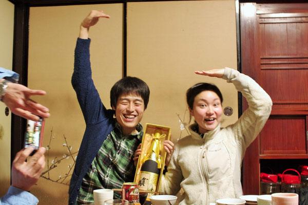 広島の銘酒「双鶴」のイメージでポーズ♪