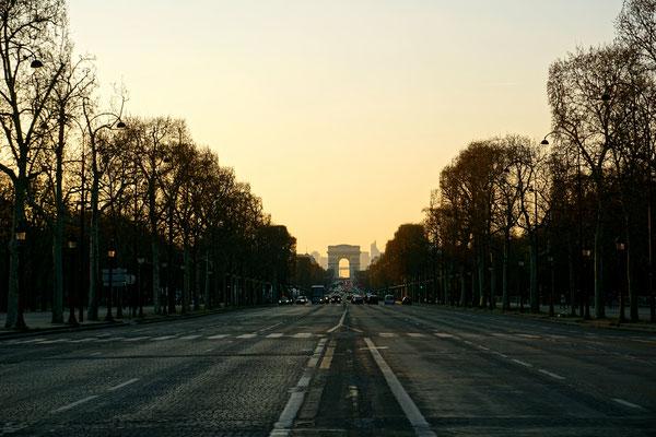 Die berühmte Champs Élysées - 1,9 km lang und 70 m breit