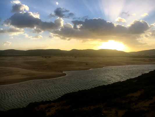 Sonnenaufgang an der Lagune von Carapateira