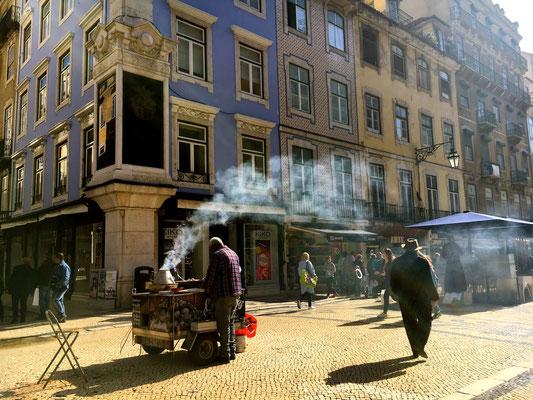 typischer Kastanienverkäufer im Baixa Viertel
