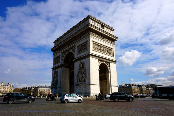 Unglaublich der Verkehr am Arc de Triumph