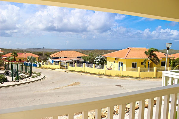 Balkon-Ferienhaus-CAS-IGUANA-Urlaub-Curacao-Karibik-Villapark-Fontein