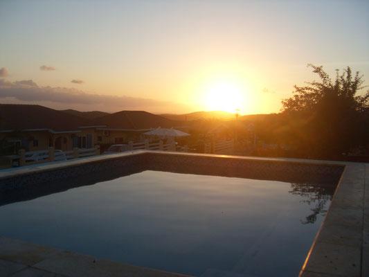 Sunset-Urlaub-Curacao-Ferienhaus-Karibik-Villapark-Fontein