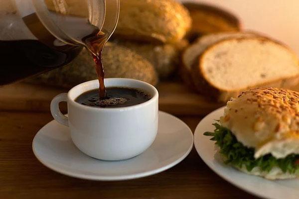 Frühstück-Ferienhaus-CAS-IGUANA-Urlaub-Curacao-Karibik-Villapark-Fontein