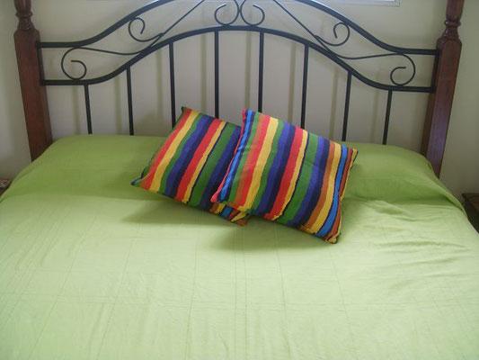 Schlafzimmer-hinten-Ferienhaus-CAS-IGUANA-Urlaub-Curacao-Karibik-Villapark-Fontein