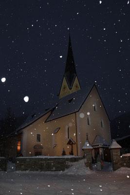 Wagrain, Kirche im weihnachtlichen Schneefall