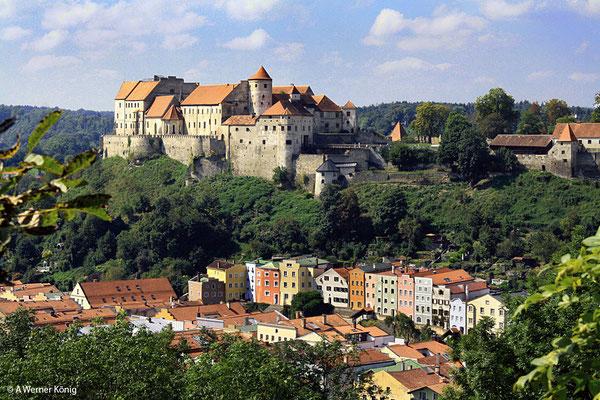 Burghausen, die längste Burganlage Europas. Felix Gruber war in seiner Kindheit mit dieser Stadt an der Salzach eng verbunden