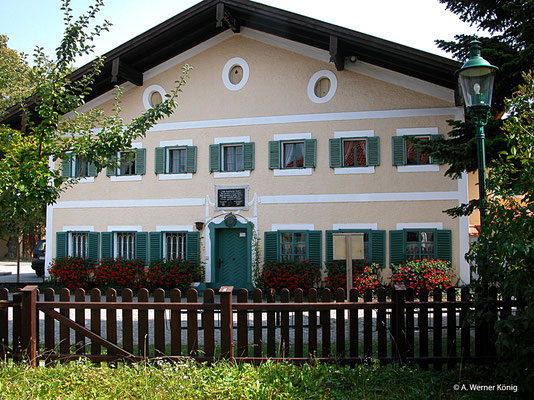 Arnsdorf: ältestes Schulhaus Österreichs, in dem noch unterrichtet wird.