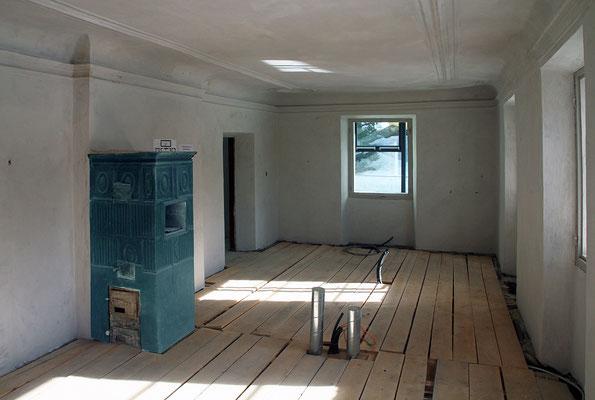 Wagrain, Pflegerschlössel - die Fußbodenheizung in einem Schauraum wird verlegt