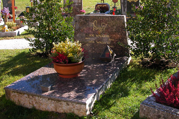 Wagrain, Grab des Schriftsellers K.H.Waggerl, war auch ein Joseph Mohr Forscher.