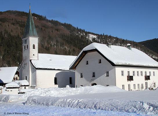 Kirche und Pfarrhaus von Hintersee
