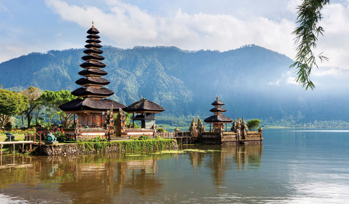 Pura Ulun Danu, a pittoreske Hindu temple in lake Beratan