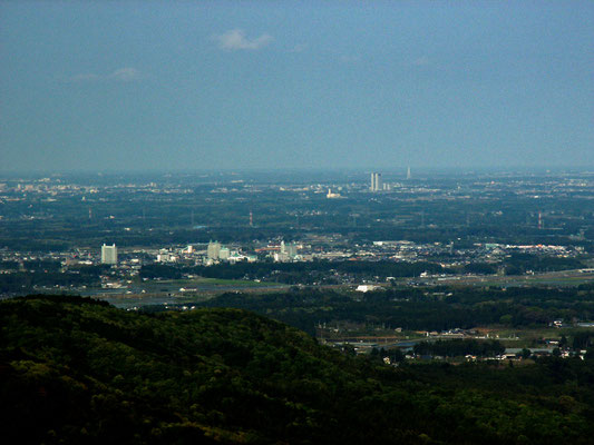 絶景ポイントから 見る水戸方面 帰り道の途中の絶景ポイントから水戸方面を眺める。茨城県庁・大洗マリンタワーが見えます。