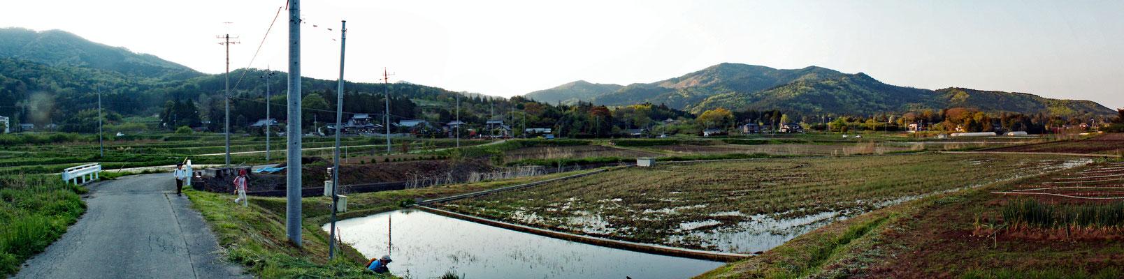帰り道11 館岸山 のどかな上郷地区。館岸山を望む。